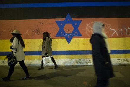 ישראל-גרמניה, איור על חומת ברלין (אילוסטרציה: נעם ריבקין פנטון / פלאש90)