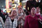 נשים בכיר ניו יורק טיימס צופות בתוצאות הבחירות (נעם ריבקין פנטון / פלאש90)