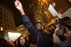 הפגנה נגד דונלד טראמפ בעקבות בחירתו לנשיא, מול ביתו במנהטן (נעם ריבקין פנטון / פלאש90)