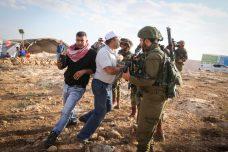 הצבא פינה בכוח מאחז מחאה פלסטיני שהוקם נגד חוק ההסדרה