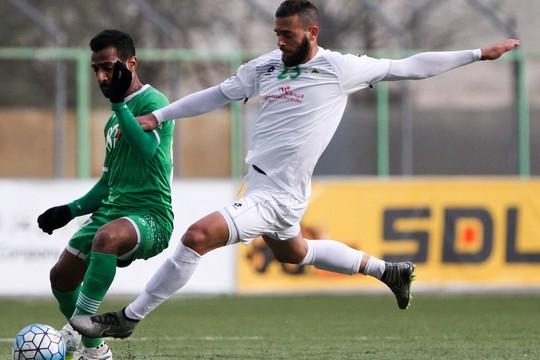 מוחמד דרוויש בלבן במדי קבוצתו הקודמת, שבאב אל דאהרייה, במשחק נגד קבוצת אל-עורובה מעומאן (יוסף שאהין)