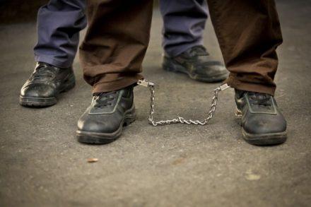 אסיר כבול ברגליו, אילוסטרציה (משה שי/פלאש90)