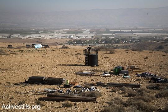 הכנה להרחבה, מאחז חדש מוקם ליד ההתנחלות מחולה. בקעת הירדן, 8 בדצמבר 2016. (קרן מנור/אקטיבסטילס)