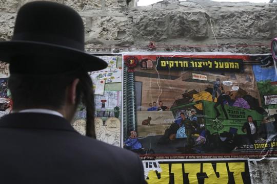 """קמפיין החרד""""קים בשכונת מאה שערים בירושלים (נתי שוחט/פלאש90)"""