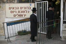 לשכת הגיוס בשכונת מקור ברוך החרדית בירושלים (יונתן סינדל/פלאש90)