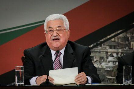 """יו""""ר הרשות הפלסטינית, מחמוד עבאס, נושא נאום בוועידת הפת""""ח ברמאללה, 30.11.16 (פלאש90)"""