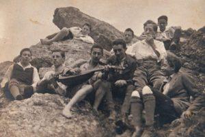קבוצת נוער בלאו-וייס בטיול (צילום באדיבות Center for Jewish History, NYC)