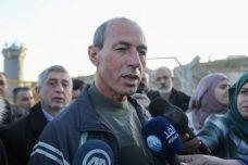 עומר נזאל עם שחרורו ממעצר מנהלי (STR / פלאש90)