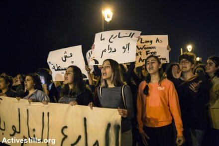 הפנינג של מאבקים וסוגיות קשות. הפגנת נשים נגד אלימות במרחבים ציבוריים ביום האישה הבינלאומי בביירות (צילום: אן פאק/אקטיבסטילס)