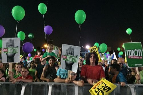 """אלפים התייצבו בעצרת השמאל בת""""א: 50 שנות כיבוש ודי!"""