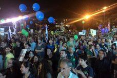 אלפים בהפגנה בכיכר רבין, קוראים לסיום הכיבוש (חגי מטר)
