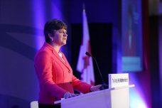 עוקפת את מיי מימין. מנהיגת DUP ארלין פוסטר בכנס השנתי של המפלגה (צילום: DUP/פליקר CC BY-NC-ND 2.0)
