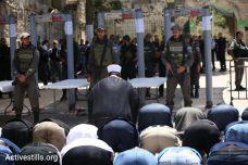 בתמונות: תפילות מחאה נגד הצבת מגנומטרים בכניסה לאל אקצא