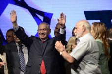 מלך ישראל. נתניהו בכנס התמיכה בו על רקע החקירות נגדו (תומר נויברג/פלאש90)