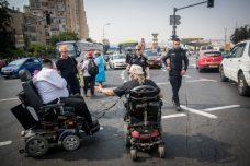 שנה וקללותיה: נכים חוסמים את הכניסה לירושלים (יונתן זינדל/פלאש90)