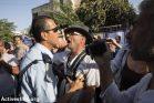 יחסי הכוחות בשייח ג'ראח ברורים - המשטרה שומרת על המתנחלים. המפגינים מול בית משפחת שמאסנה, 8 בספטמבר 2017 (אורן זיו/אקטיבסטילס)