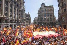 מפגינים ברחובות ברצלונה (צילום: Robert Bonet ויקימדיה CC BY-SA 3.0 ES)