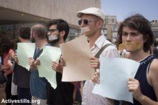 אמנים ופעילי שמאל מפגינים במחאה על החלטת משרד התרבות נגד תיאטרון יפו (צילום: אורן זיו, אקטיבסטילס)