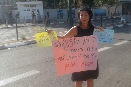 """עונת הציד בישראל היום: קריאה לפטר מנהלת בי""""ס שתמכה בבתה הסרבנית"""