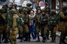 """דו""""ח חדש: כך מכשירה מערכת המשפט הצבאית את הפגיעה בקטינים פלסטינים"""