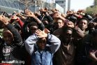 מבקשי מקלט מפגינים מול שגרירות רואנדה בהרצליה פיתוח, במחאה על הסכם הגירוש שרוקמת המדינה עם ישררל. 22 בינואר 2018 (אקטיבסטילס)