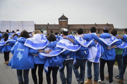משלחת בני נוער לפולין במחנה ההשמדה אושוויץ-בירקנאו (צילום: יוסי זלינגר / פלאש 90)