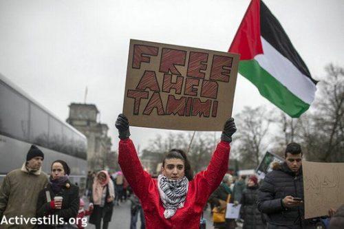 """מפגן תמיכה בעהד תמימי בברלין: """"היתה יכולה להיות בתי"""""""