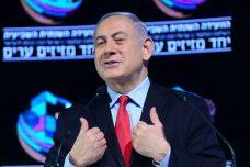 ראש הממשלה נתניהו נואם באירוע בתל אביב יממה לאחר פרסום המלצות המשטה להעמידו לדין באשמת שוחד (צילום: תומר נויברג / פלאש 90)