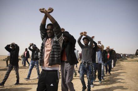 כאלף מבקשי מקלט צעדו מחולות לסהרונים במחאה על כליאת חבריהם שסרבו לעזוב לרואנדה. 22 בפברואר 2018 (אורן זיו / אקטיבסטילס)