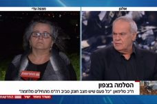 """""""שבי בשקט"""" גער העיתונאי רוני דניאל בח""""כית הערבייה עאידה תומא סלימאן. (צילום מסך מתוך שידורי """"החדשות"""")."""
