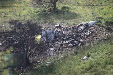 שרידי מטוס אף-16 שהופל הבוקר, ליד הרדוף (ענבל חרמוני / פלאש90)