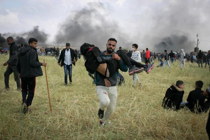 """""""כל כך הרבה איבדו רגליים וידיים ומה התמורה?"""" פצוע מפונה מאזור ההפגנות ביום ההפגנות הראשון ב-30 במאי 2018 (צילום: עבד רחים ח'טיב / פלאש 90)"""