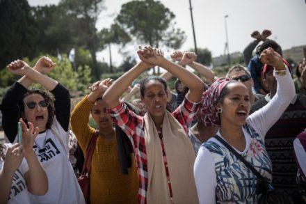 מבקות מקלט וישראליות בהפגנה נגד הגירוש, ירושלים (הדס פרוש / פלאש90)