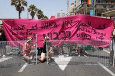 """בסולידריות עם עזה: פעילות חסמו את מצעד הגאווה בת""""א"""