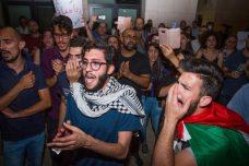מפגינים בחיפה נגד הרג המפגינים בעזה. המשטרה רצתה לפרק את הנורמליות בעיר (צילום: מאיר ועקנין/פלש90)