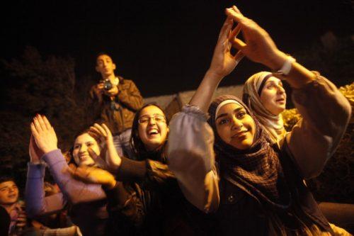 סטודנטיות ערביות באוניברסיטה העברית. שיעור הסטודנטים לאמנות מחוץ לחיפה עדיין נמוך, אבל עלה במאות אחוזים (צילום: מרים אלסטר/פלאש90)