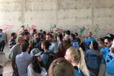 """באים לחגוג את חורבנו של האחר. פעילי אם תרצו ורגבים מבקרים בח'אן אל אחמר לאחר שבג""""ץ אפשר את הריסת הכפר (צילום: היבה אסלן)"""
