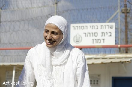 המשוררת דארין טאטור ברגעים הראשונים מחוץ לכלא. 20 בספטמבר 2018 (אורן זיו / אקטיבסטילס)