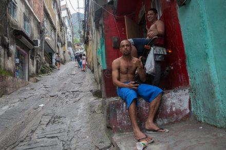 פאבלה בריו דה ז'נירו. המצב הכלכלי מידרדר, השכר יורד (צילום: נתי שוחט)