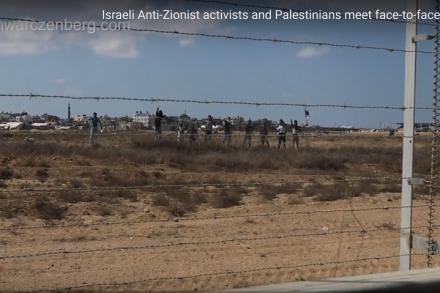 המפגינים הפלסטינים מהצד השני של הגדר. המפגש הכי קרוב אי פעם (צילום מסך, באדיבות חיים שוורצנברג)