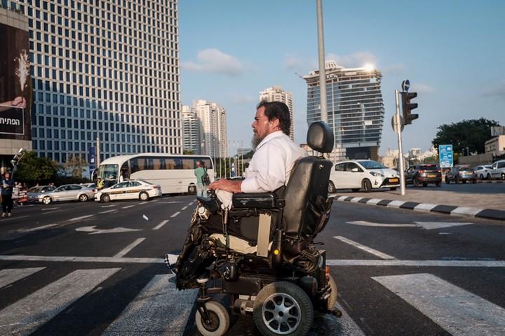 הפגנת נכים חוסמת את צומת עזריאלי בתל אביב. אהדת הציבור היא נכס חשוב (צילום: תומר נויברג / פלאש 90)