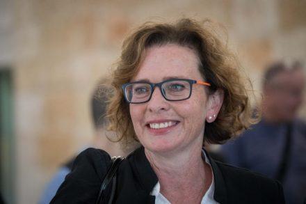 המועמדת המובילה לראשות העיר עינת קליש (יונתן זינדל / פלאש90)
