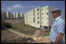 """שיכון בנצרת עלית בסוף שנות ה-70. הערבים קראו לנצרת עלית """"אל-שיכון"""" (צילום: לע""""מ)"""