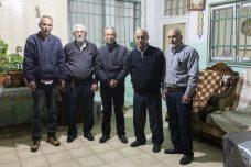 פסק הדין עלול להביא לפינוי מאות תושבים. עראף חמאד, מוחמד סבאג, עבד אל סקאפי, נביל אל כורד, סאלח דיאב (מימין לשמאל). (צילום: אורן זיו / אקטיבסטילס)