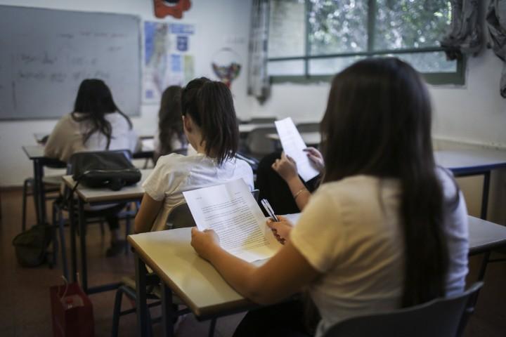 """מבחני המיצ""""ב מטילים טרור על המערכת. תלמידים נבחנים בכיתה (צילום: הדס פרוש / פלאש 90)"""