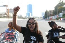 אלפים הפגינו בעקבות הריגתו של יהודה ביאדגה בידי שוטר