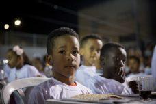 """לפי דו""""ח ה-OECD, רבע מיליארד איש היגרו מארצותיהם. ילדי של מבקשי מקלט בתל אביב (צילום: מרים אלסטר / פלאש 90)"""