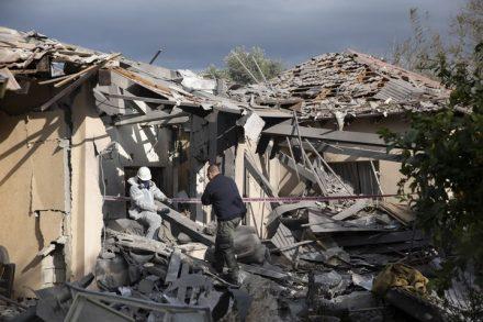 בית המשפחה במשמרת שנפגע מרקטה מעזה (אורן זיו)