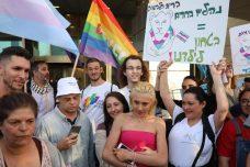 """עשרות הפגינו מול משרד החינוך: להגן על נוער טרנס בבתי""""ס"""