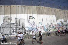 """היוזמה למרתון בבית לחם יצאה מקבוצה בשם """"הזכות לתנועה"""" ב-2013. רצים במרתון של בית לחם ב-2018 (צילום: אן פק / אקטיבסטילס)"""